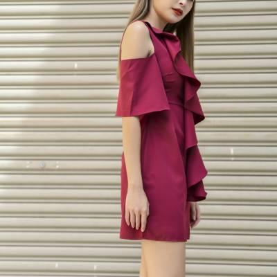 D0581 Open-shoulder Flounce Dress