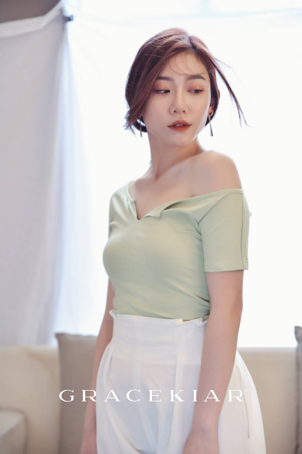 T0825 One Sided Off Shoulder Top