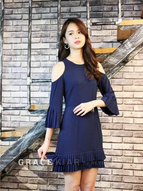 D0565 Open-shoulder Pleated Dress